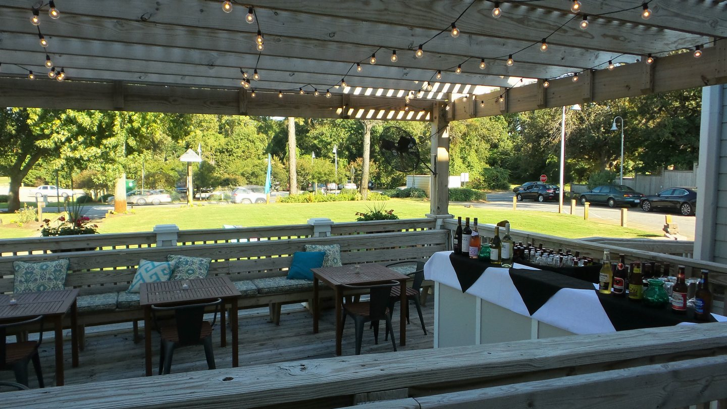 Outside Bar for Weddings at AQUA Restaurant